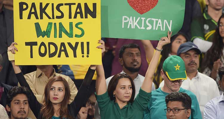 2nd PSL 2017 Final Match Review: Lahore fans express their delight at cricket's return to Pakistan