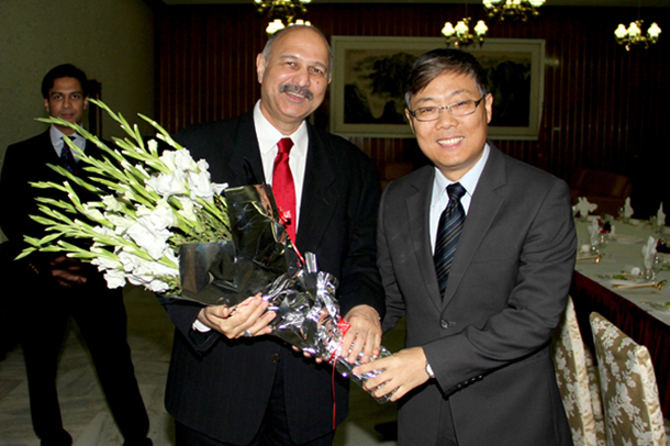 Ambassador Liu Jian commemorates the successful convention of the 18th National Congress and China's Leadership Transition with the Pakistan-China Institute