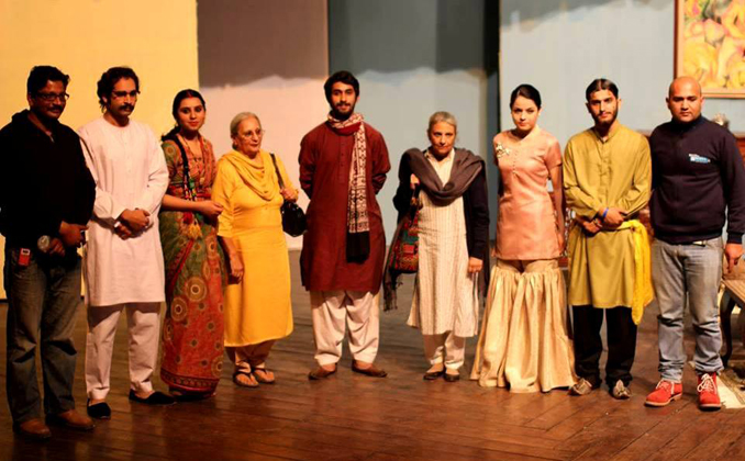 The ITC team with Manto's daughters after the performance of 'Kamra no. 9' - Azeem Hamid and the Independent Theatre Company