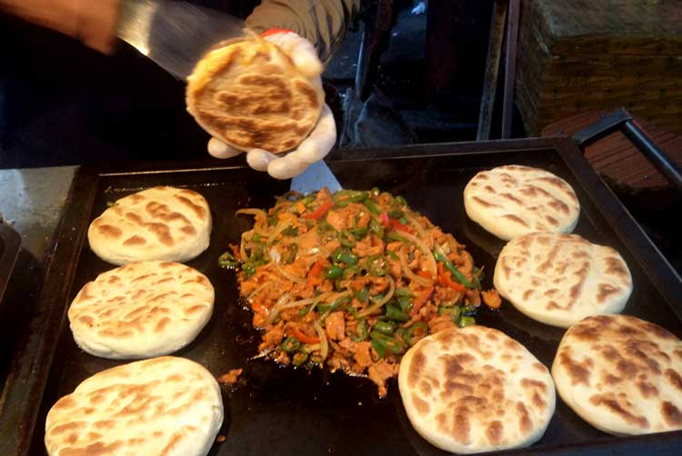 Grilled sandwich on Muslim bread - Delicious Food in Lanzhou