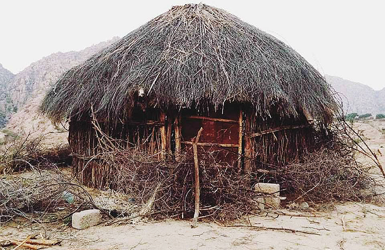 Ghopa, an ingenious structure that lowers the temperature inside mud houses in the summer - Desert Life in Sindh: The Case of Umerkot, Mithi and Nagarparkar