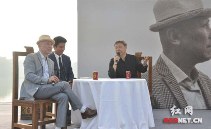 He Liwei (left) at a program organzied to commemorate his work - Chinese Writer - He Liwei