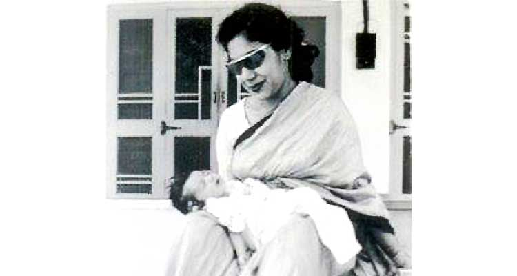 Humyra Saiyid: the passing of a cultural icon - Humyra with newborn Durdana in 1956
