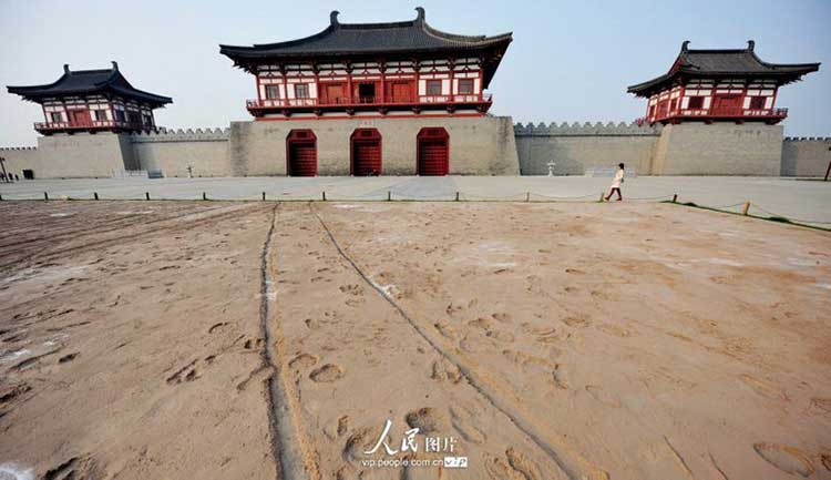 Luoyang, a Hallmark along the Silk Road: Ding Ding Men was the front gate of Luoyang in the Tang dynasty