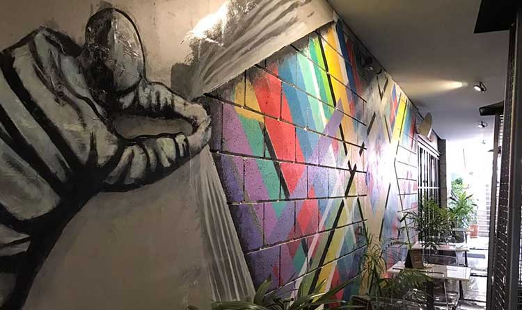 Street Burger, Islamabad: The vibrant mural on the outside wall