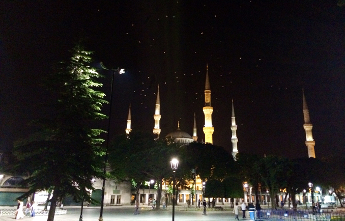 Sultanahmet Square at night - Sultanahmet, the heart of Istanbul