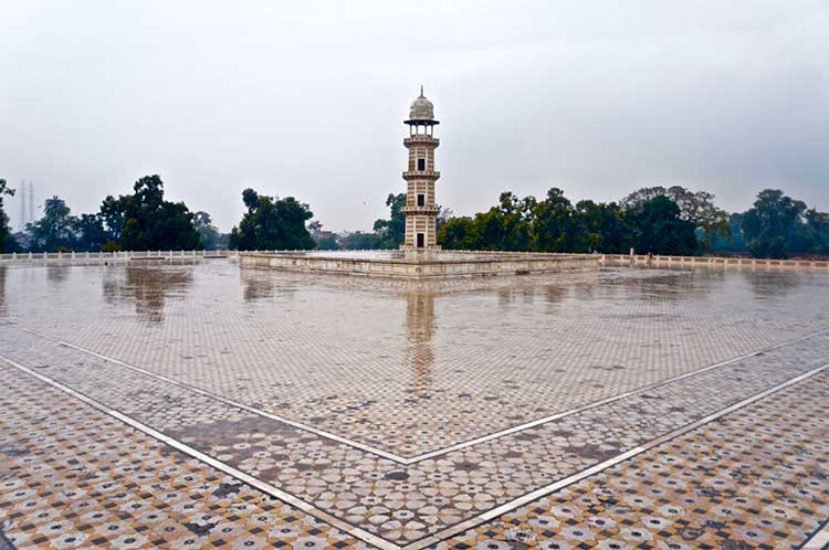 The Tombs of Jahangir and Nur Jahan: A view of the rooftop
