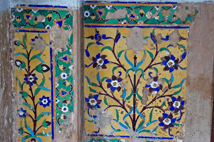 The Tombs of Jahangir and Nur Jahan: Intricate frescoes