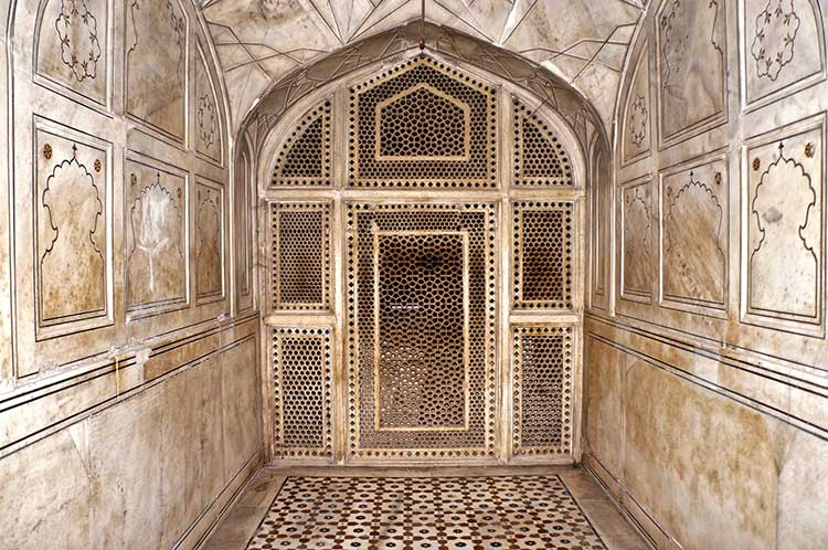 The Tombs of Jahangir and Nur Jahan: Marble work inside Jahangir's tomb