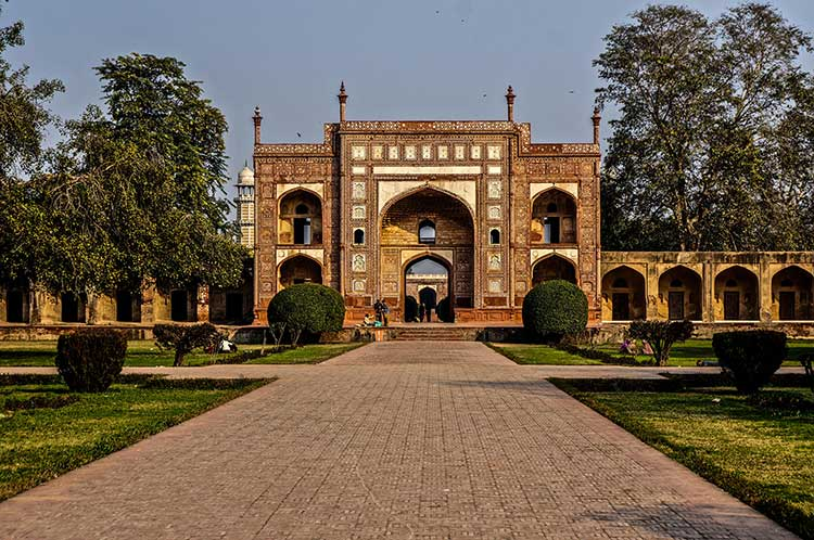 The Tombs of Jahangir and Nur Jahan: Entrance to Jahangir's tomb