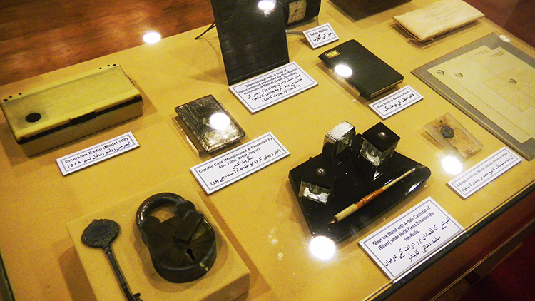 The Quaid's various belongings