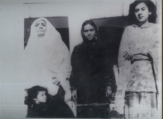 (L-R) Mrs. Shah Din, Mrs. Shifaat Ahmed Khan, Farhat Atiq-ur-Rehman and little Shaheen