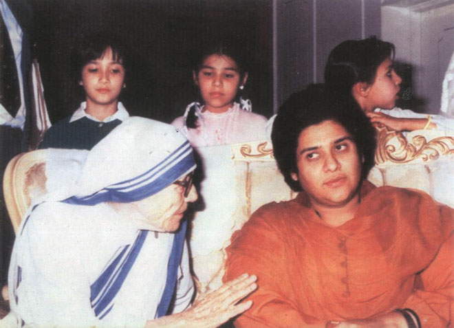 Shaheen Atiqur Rehman with Mother Teresa