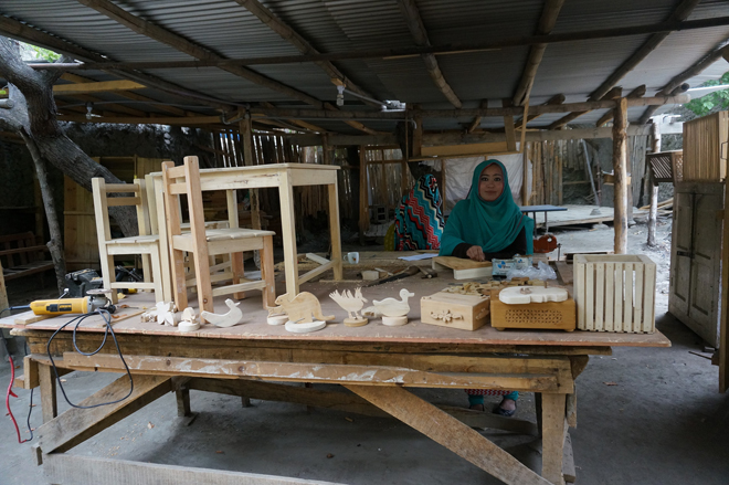 Women carpenters working at CIQAM