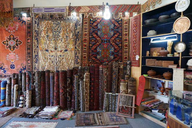 A typical handicrafts and jewelry shop in Karimabad