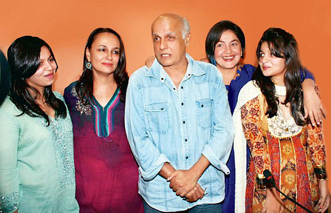 Pictures of Mahesh Bhatt and Pooja Bhat in Karachi, Pakistn