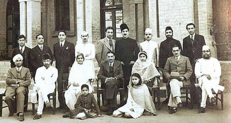 Zia Mohyeddin (on the floor, left) with father Khadim Mohyeddin (seated second from right), playwright and theatre director