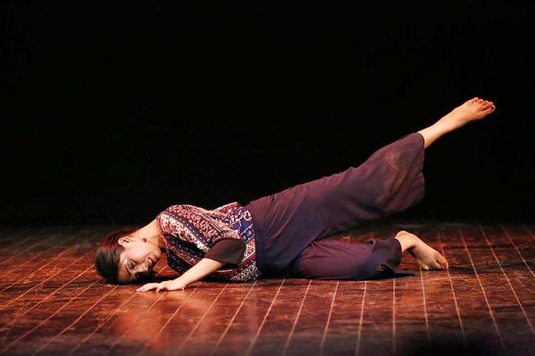 宫之-回声:苏哈伊·阿布罗的独舞表演