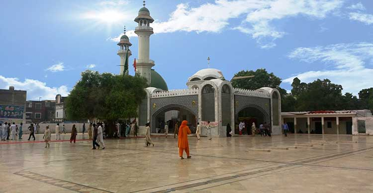 Bulleh Shah Mazar in Kasur attracts visitors from all over Pakistan (source: My Kasur City) - A Visit to Kasur City