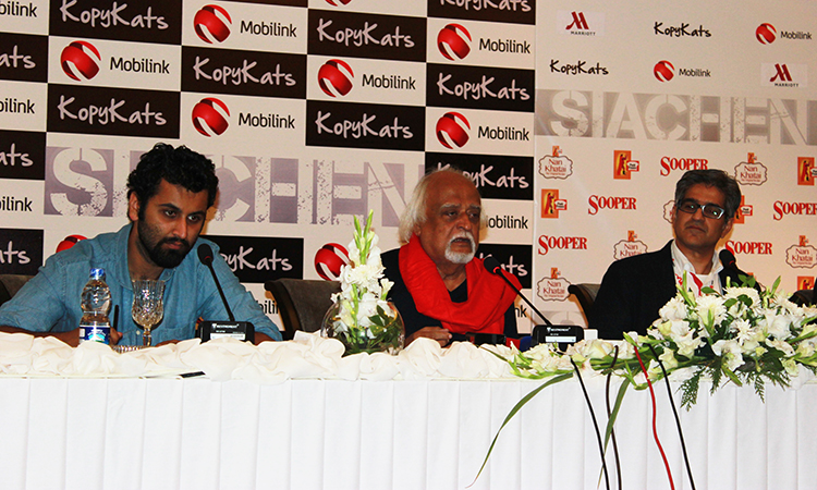 Writer Anwer Maqsood and director Dawar Mehmood at the press conference - Anwer Maqsood's New Play Siachen