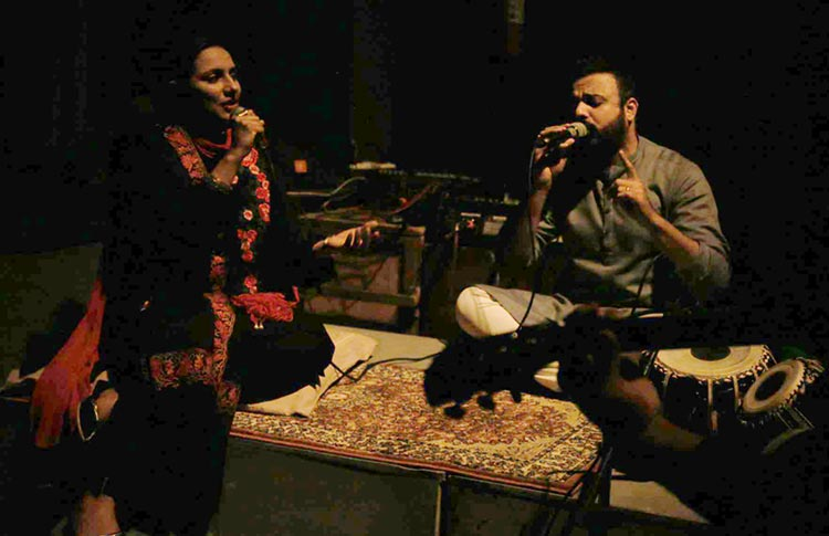 Summer Rizwan and Tehseen Wajahat singing live