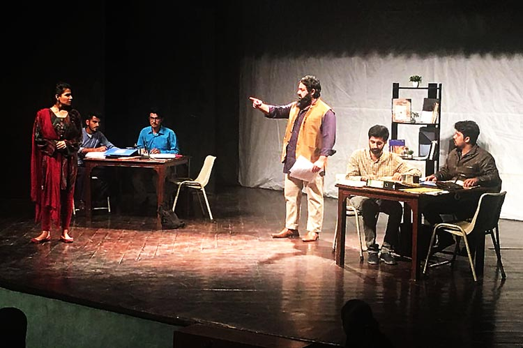Sarah being fired from the newspaper (Photographer: Momina Mindeel) - Bol Kay Lubb Azad Hain Teray by Chota Mota Theatre