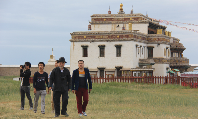 Prof. Li with his students at a Lama temple in the Hanggai Mountains of Mongolia, 2014 - Book Review: Travels Across the Silk Road: Lessons from the Asian Borderlands by Professor Li Xiguang