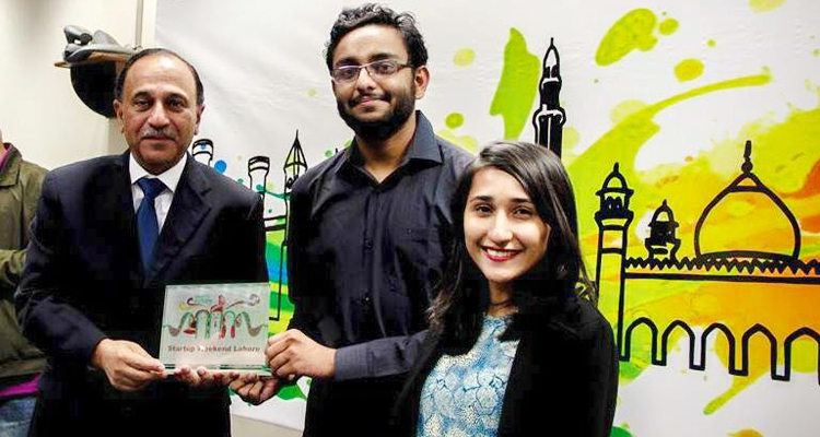 ChaiChalk co-founders, Asad Shabbir and Kiran Masood, receive the accolade for winning the Startup Weekend Lahore 2015 - ChaiChalk, LUMS