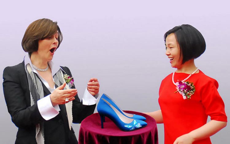 Chinese Cultural Influence over International Fashion - Cherie Blair recieving Sheme shoes