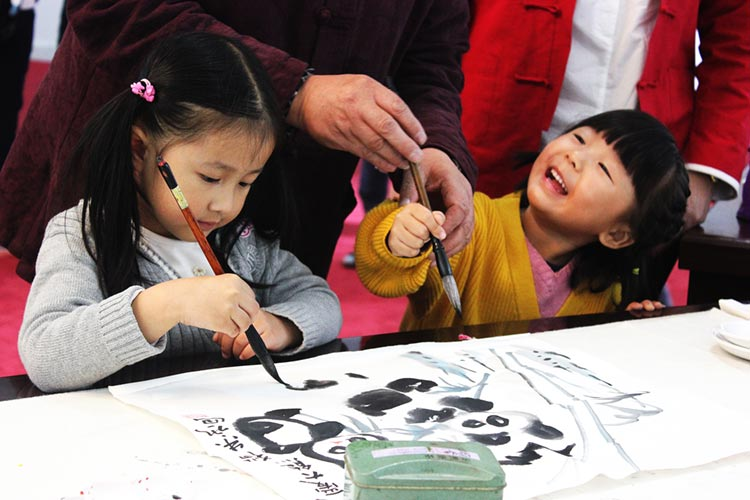 Children learning to paint pandas
