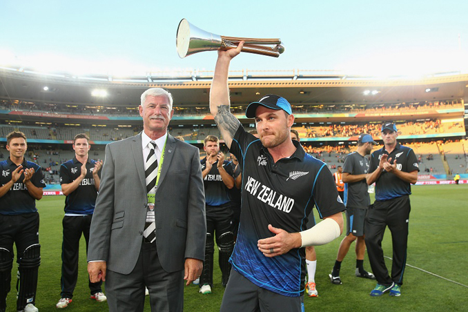Brendon McCullum collects the Chappell-Hadlee Trophy, New Zealand v Australia - Cricket World cup 2015 Prediction - Pool A: New Zealand Dominates