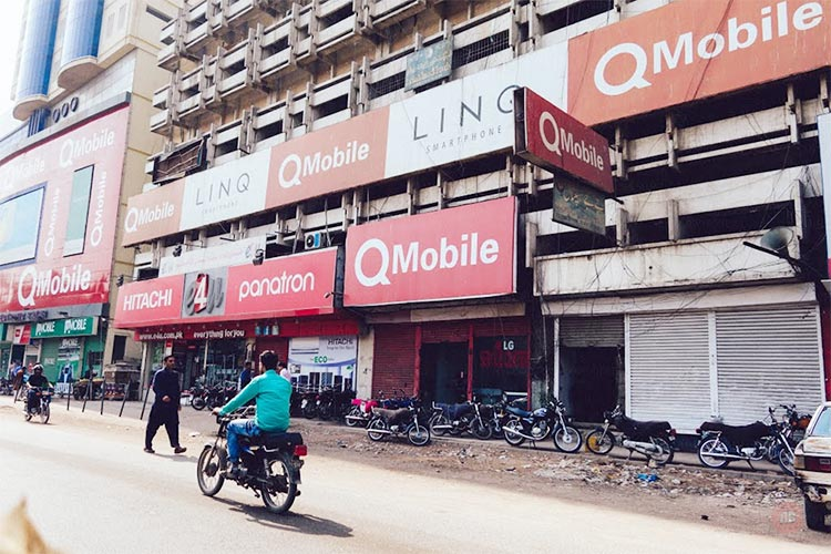 Pakistan's largest mobile market, located on Abdullah Haroon Road - Evolution of Saddar Bazaar Karachi