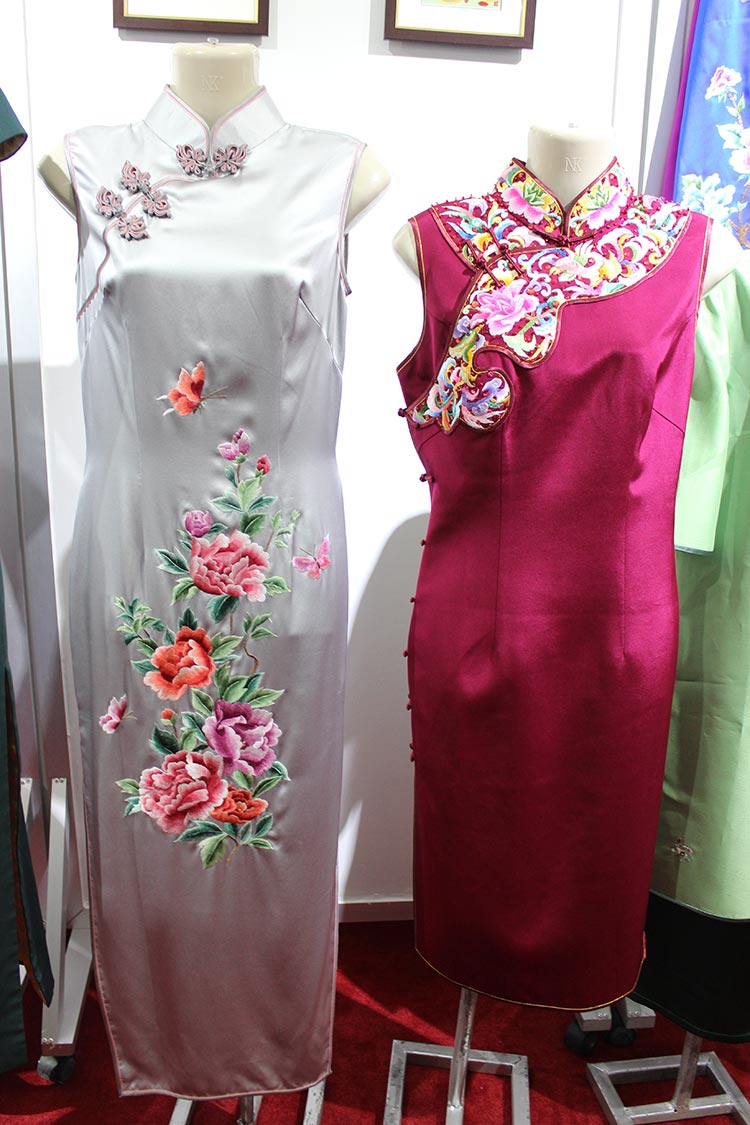 Cheongsam inspired by Qing dynasty costumes