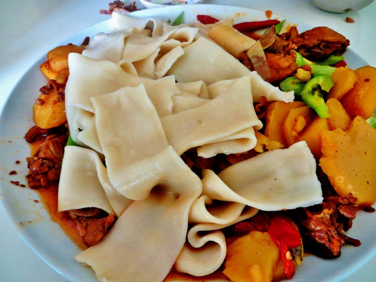 Big-Plate Chicken with broad Noodles (Edible China) - Famous Xinjiang Delicacy: Big-Plate Chicken