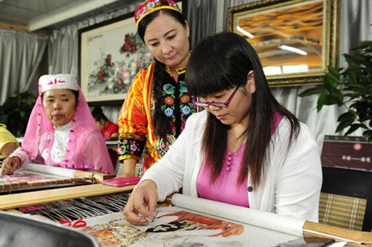 Ms. Qian teaching the women