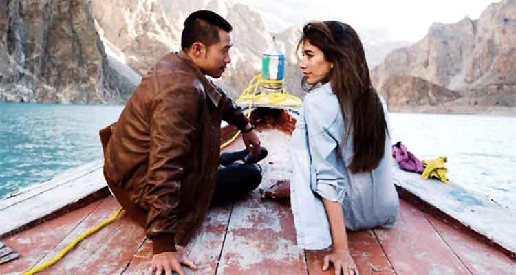 Kent S. Leung as Adam and Syra Shehroz as Resham (source: Dispatch News Desk) - Film Chalay Thay Saath Review