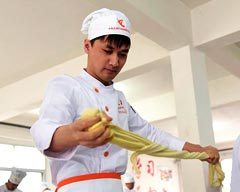 Foreigners are now learning to make beef noodles at Lanzhou
