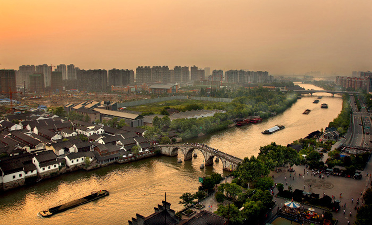 A view of the Grand Canal passing through the city of Hangzhou - Grand Canal of China