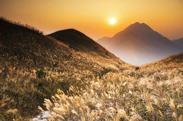 Sunset Peak (Source: EvenTraveler) - Hiking Trails in Hong Kong