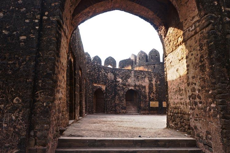 Inside the Shah Chand Wali Gate