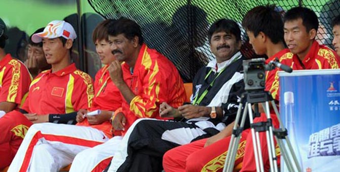 Javed Miandad with Chinese Cricket Team - Cricketer Javed Miandad
