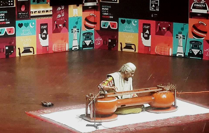 Noor Zehra with her Sagar Veena - Lahore Music Meet 2015