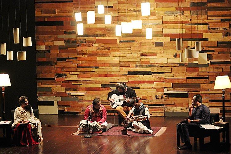 The stage for Likhay Jo Khatt Tujhay - 'Likhay Jo Khatt Tujhay' - An Olomopolo Production