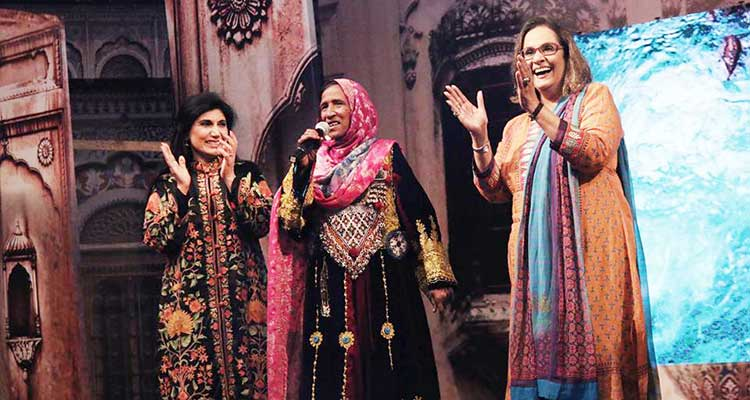 Executive Director Lok Virsa Dr. Fouzia Saeed and renowned singer Tina Sani with a folk singer at the inauguration ceremony - Lok Mela 2017 at Lok Virsa, Islamabad