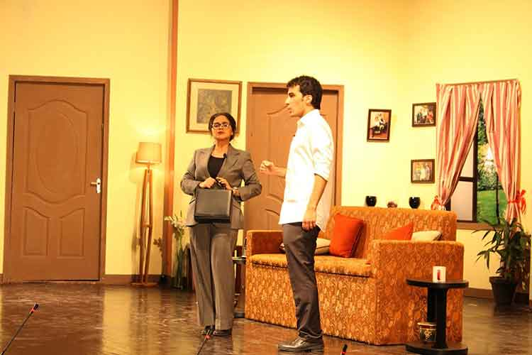 Tom trying to explain the situation to Mrs. Potter - LUMS Annual Play 2017 Tom Dick and Harry