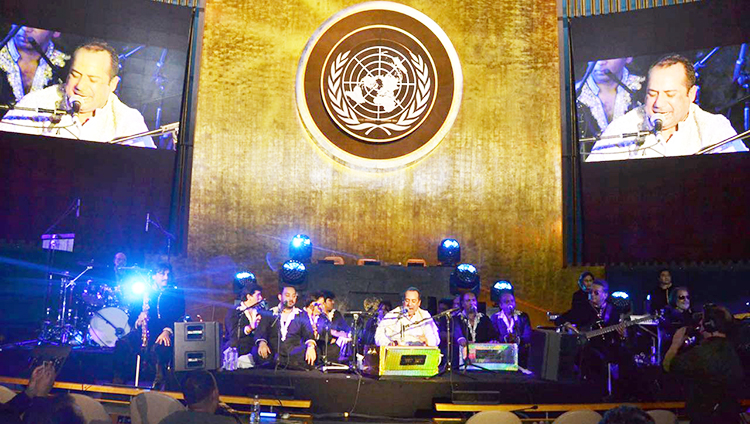 Rahat Fateh Ali Khan rocks the UN General Assembly - Rahat Fateh Ali Khan Rocks the UN General Assembly on Pakistan Day, 23 March 2016