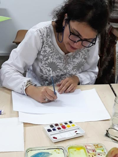 Farkhondeh Ahmadzadeh taught Islimi brushwork to the students during an evening class