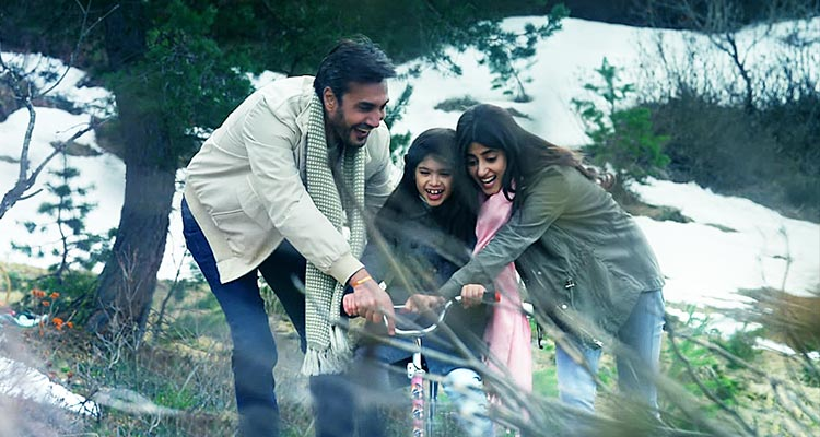 Adnan Siddiqui and Sajal Ali - Review of Bollywood Film Mom