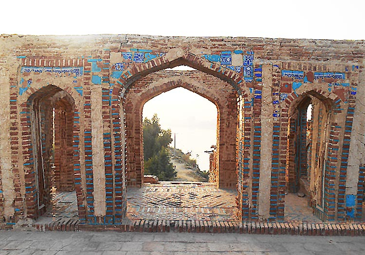 Sateen Jo Aastan - The River Indus, visible through the arches