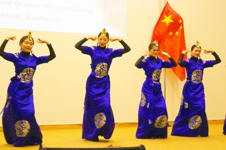 中南民族大学来巴基斯坦国立现代语言大学演出